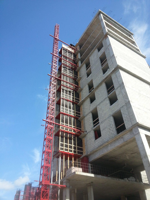 Buck hoist service setup for construction