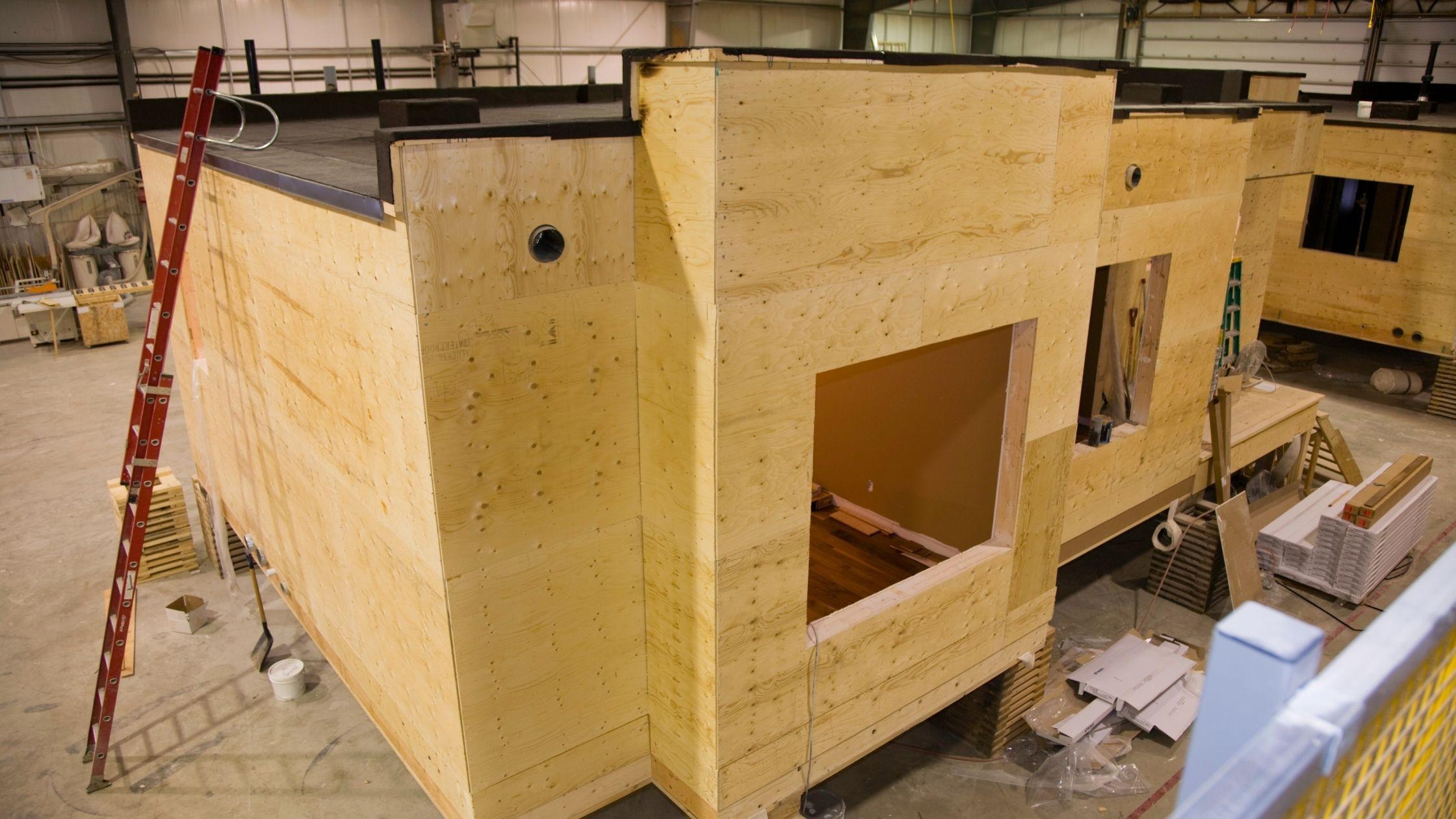 Modular Construction using hoist equipment